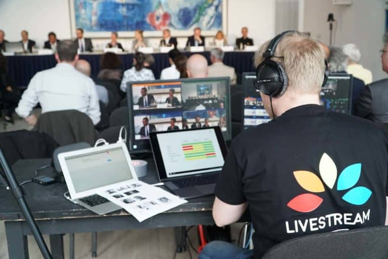 Livestream Produktion - Bildmischer hinter Publikum