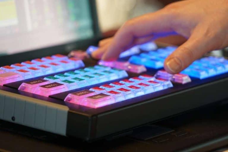 Webcast Anbieter - Hand über Tastatur