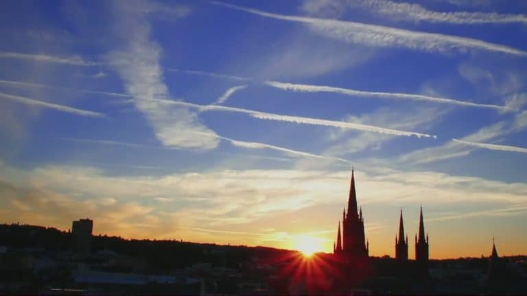 Sonnenaufgang über der Wiesbadener Marktkirche